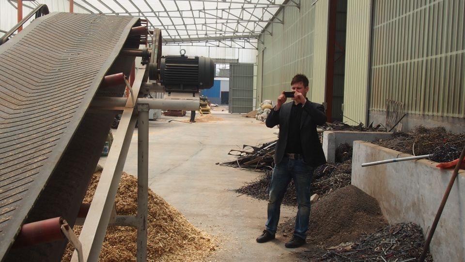 芬兰客户在工厂参观拍照