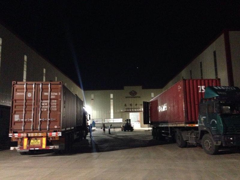 老挝4T/H木屑颗粒生产线连夜装车发货