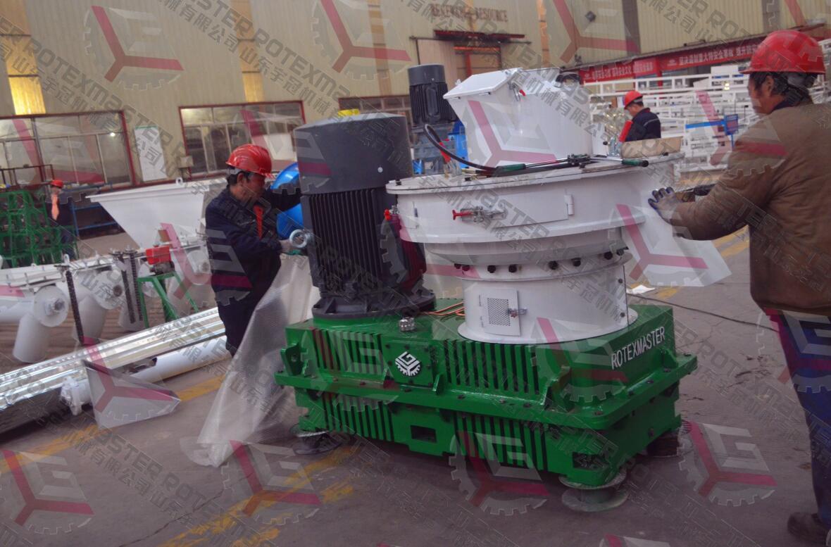 江苏3台560B木屑制粒机发货
