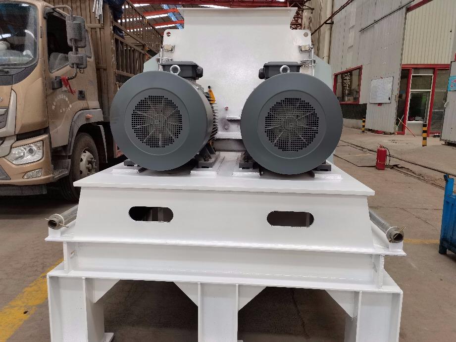 2020.8.1发往济南的两台双转子粉碎机